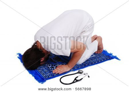 Male Muslim Doctor Is Praying