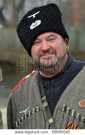 KIEV, Ucrania -NOV 3: club de miembros de la Red Star historia lleva cosaco uniforme histórico de von Corps