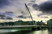 Die Samuel Beckett Bridge in Dublin, Irland