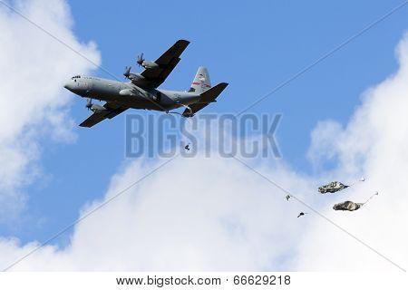Us C-130 Para Drop