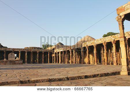 Carving Pillars In Qutub Minar