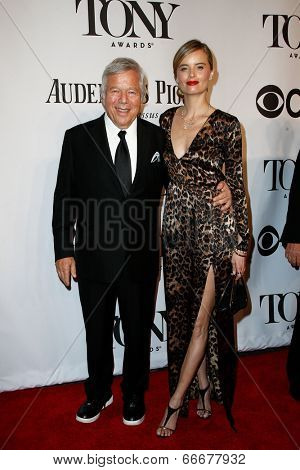 NEW YORK-JUNE 8: Business magnate Robert Kraft (L) and girlfriend Ricki Noel Lander attend American Theatre Wing's 68th Annual Tony Awards at Radio City Music Hall on June 8, 2014 in New York City.