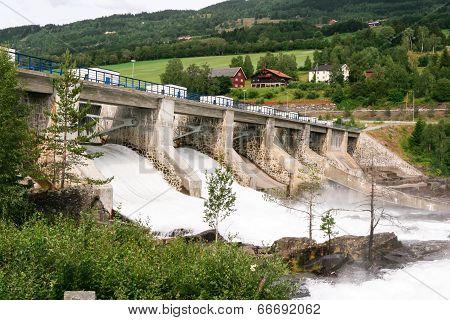 Hunderfossen Dam