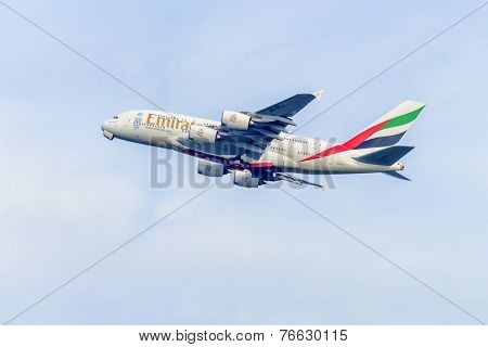 A6-EEJ Emirates Airbus A380-86 - cn 127