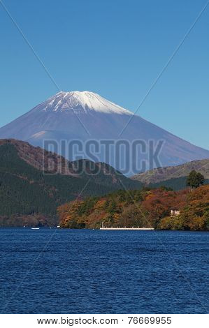 Mountain Fuji and Lake Ashi in autumn season