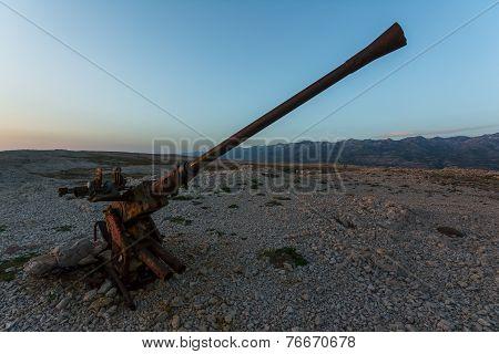 Cannon near Pag bridge