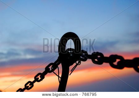STEEL CHAINS SILHOUETTE