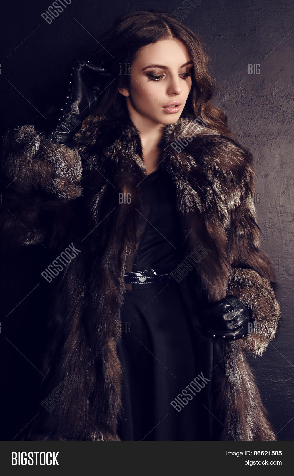 Black leather gloves with fur - Brunette Woman In Luxurious Fur Coat And Black Leather Gloves
