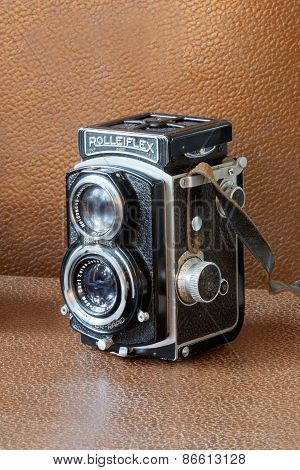 Retro Camera Rollieflex, Brown Background
