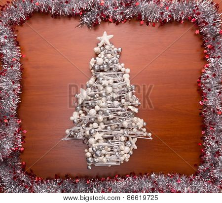 Decorated christmas tree framed with streamer