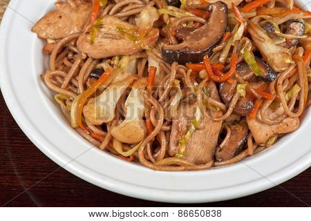 buckwheat noodles with chicken vegetables mushrooms and teriyaki sauce