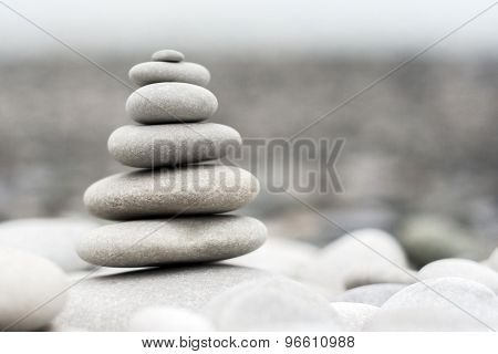Composition of white pebbles