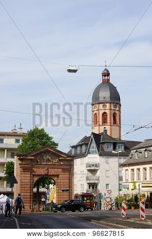 Gautor Mainz with the church of St. Stephen
