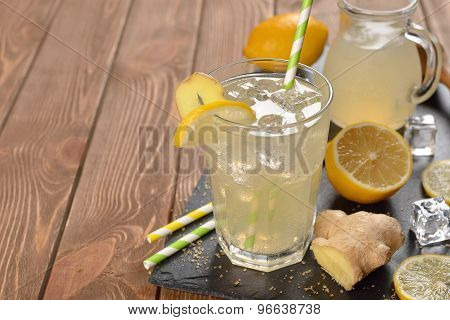 Refreshing Cold Lemonade With Ginger