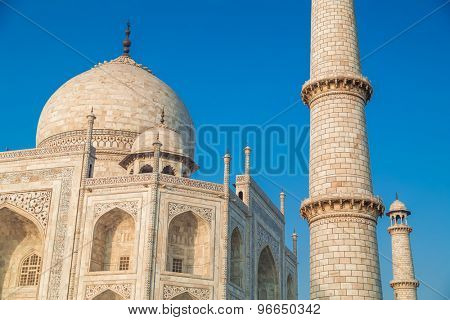 Close up view of Taj Mahal from North-East side.