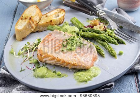 Salmon with Green Asparagus
