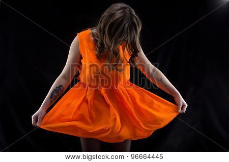 Photo woman with head down, orange dress