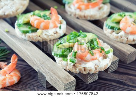 Rice Cakes With Shrimp And Cream Cheese