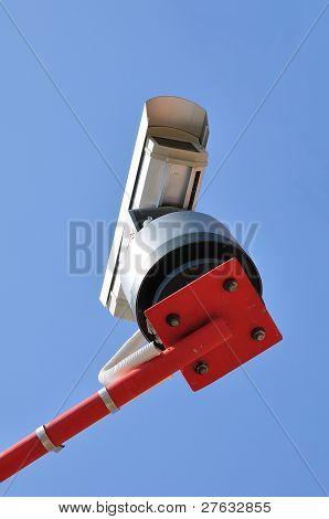 Ãœberwachungs-Kamera montiert zu einem post