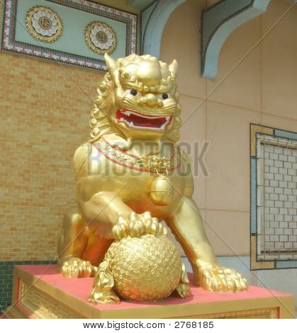 Golden Imperial Guardian Lion With Ball (Male)