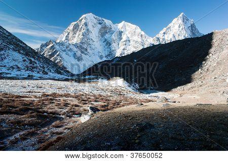 Mt Cholatse, Tabuche peak and Arakam Tse