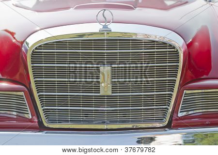 1964 Studebaker Gt Hawk Grill Close Up