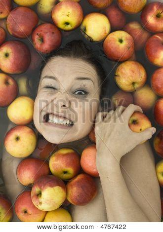 Mädchen in Äpfel