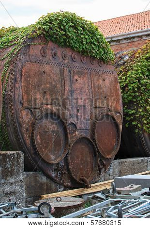 Industrial Iron Barrel Container