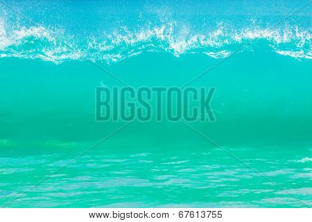 Surf waves and turqoise water