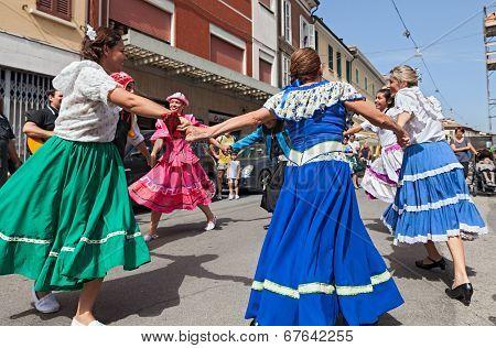 Atgentine Circle Dance