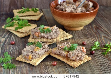 Crackers with ?hicken liver pate