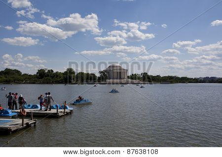 Tidal pond and tourists