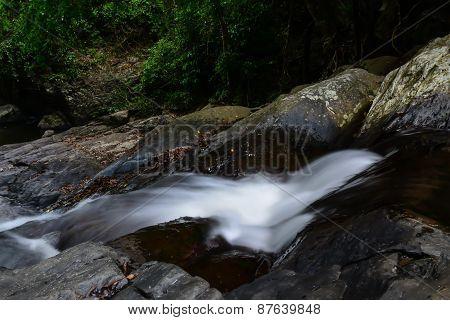 Pa la-u waterfall flow