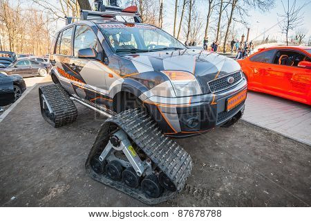 All-terrain Cross-country Vehicle On Tracks