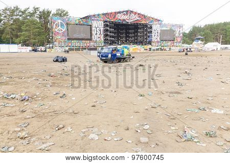 Morning Cleaning of the Main Stage Area.