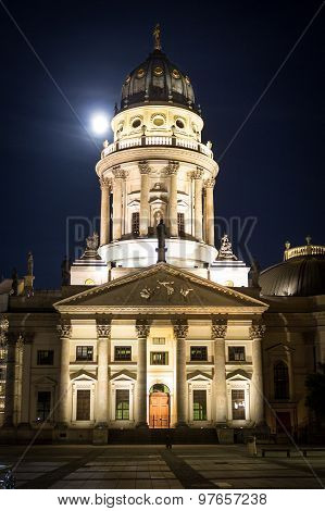 gendarmenmarkt, berlin at night - german cathedral
