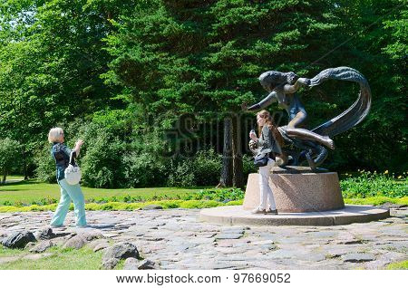 Tourists Are Photographed At Sculpture