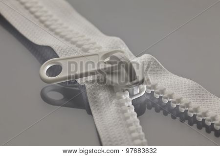 White Zipper