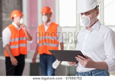 Experienced builders are working on a new project