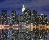 Постер, плакат: Мидтаун Манхэттен в ночные огни Нью Йорк
