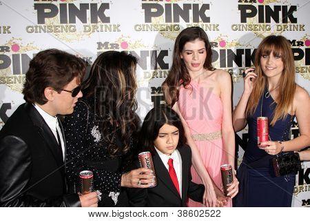 LOS ANGELES - OCT 11:  Prince Michael , LaToya,  and Blanket Jackson, Monica Gabor, Paris Jackson arrive at the