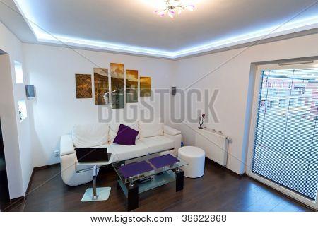 Moderne Zederholz-Innenraum mit Cliffs of Moher Leinwand an der Wand - ist es mein Foto erhältlich in s