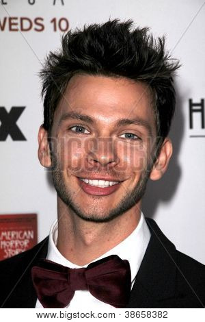 LOS ANGELES - OCT 13: Devon Graye kommt in der