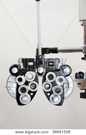 Phoropter optical device for measuring the vision of human eye
