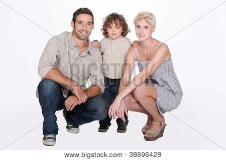 Foto de estúdio de uma jovem família
