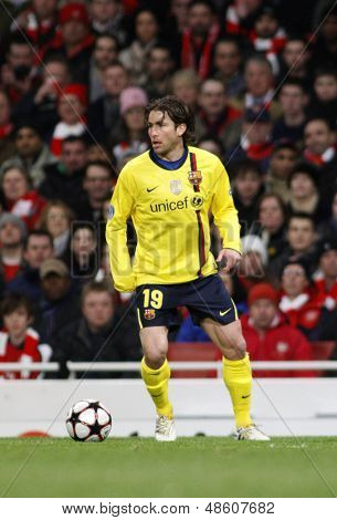 LONDON, ENGLAND. 31/03/2010. Barcelona player Maxwell in action during the  UEFA Champions League quarter-final between Arsenal and Barcelona at the Emirates Stadium