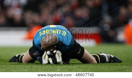 LONDON, ENGLAND. 31/03/2010.Barcelona goalkeeper Victor Valdes  in action during the  UEFA Champions League quarter-final between Arsenal and Barcelona at the Emirates Stadium
