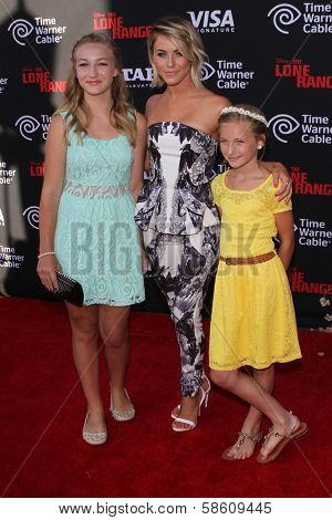 Julianne Hough and nieces at