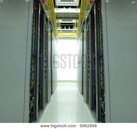 cables de red y servidores