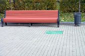 pic of banquette  - image of one bench in parkat day - JPG
